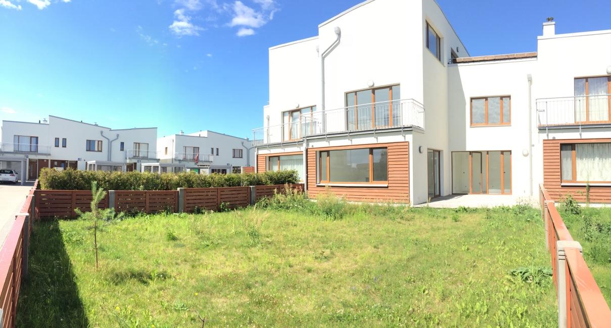 Pārdod rindu mājas Piņķos Saliena 256 m2